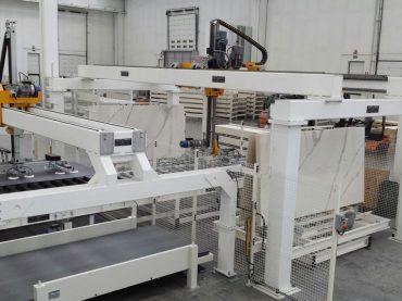 """Studio 1 Automazioni Industriali pensa """"verticale"""": nuove soluzioni per alimentazione, stoccaggio e fine linea grandi formati"""