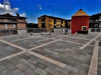 Ceramiche Keope per l'architettura urbana: la serie Point riveste la nuova piazza di San Cipriano Picentino (SA)