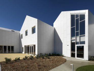 Cotto d'este: Architettura e sostenibilità nel nuovo Centro Socio Sanitario di Mario Cucinella Architects