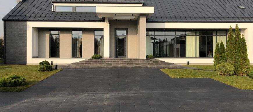 La versatilità delle collezioni FAP ceramiche scelte per i rivestimenti indoor e outdoor di un'esclusiva villa privata nel quartiere residenziale Millennium Park di Mosca